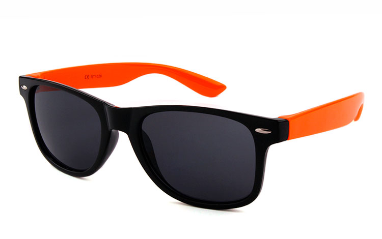 Sort solbrille med orange stænger - Design nr. 3489
